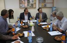 السفير الصيني في جلسة عمل مع أعضاء الأمانة العامة والمكتب ...