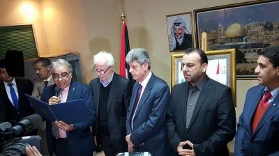 """الرئيس يمنح الشاعر المغربي محمد بنيس وسام """"الإبداع والثقافة والفنون"""""""